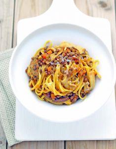 tagliolini con ragù di lenticchie e funghi