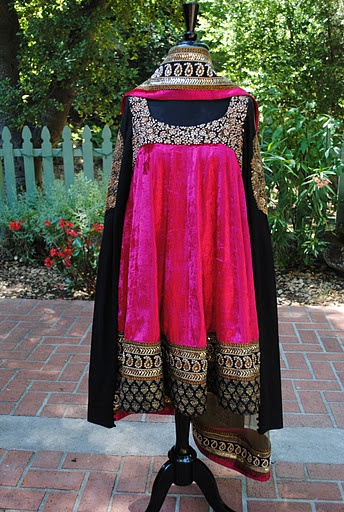 Love the shocking pink in this Sabya outfit.