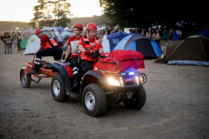 Jeden z patroli ratowniczych na Przystanku Woodstock. Fot. Artur Rawicz