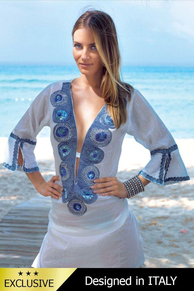Aceasta rochie de plaja vaporoasa face parte din colectia de lux a binecunoscutului brand italian David-Vacanze.  Are o croiala dreapta lejera, foarte potrivita pentru a marca micile imperfectiuni, cu decolteu adanc si maneci trei sferturi. Zona manecilor si a decolteuli sunt decorate cu broderie imbogatita cu paiete.  Materialul din bumbac 100%  este extrem de confortabil si se usuca rapid.   Broderia ornamentala deosebita, decorata cu paiete, face ca aceasta rochie de plaja sa fie o…