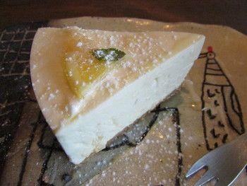 びっくりするほど美味しいとウワサの店続出!神戸のチーズケーキ8選 | icotto[イコット]       こちらは、新生姜とレモンのクリームレアチーズ。 新生姜のピリッが効いた不思議なチーズケーキです。          … 「ケシパール」とは、小さくて希少性の高い真珠のことで、石言葉は「ひとときの休息」なんだそう。休息にふさわしい落ち着いた空間づくりがなされていて、とても居心地が良いですよ。  カフェ ケシパール 三宮(阪神)、三宮(神戸新交通)、三宮・花時計前 / カフェ、ケーキ、コーヒー専門店  ~¥999 ~¥999