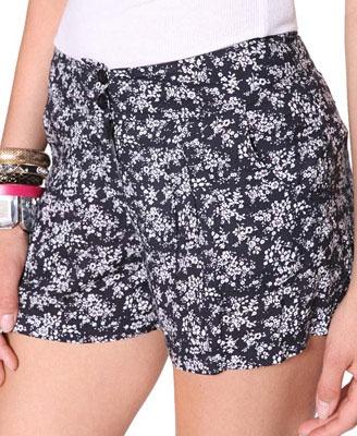 Pantalones cortos plisados de flores   Forever21 - 2000014576
