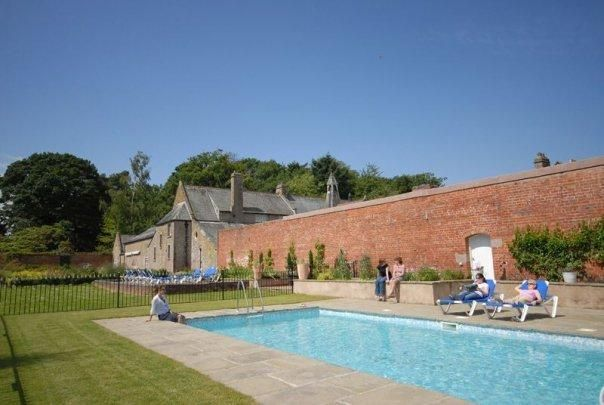 8 Bedroom Home in Kington to rent from £3300 pw. With jacuzzi, Sauna, Fireplace, Telephone, TV and DVD.