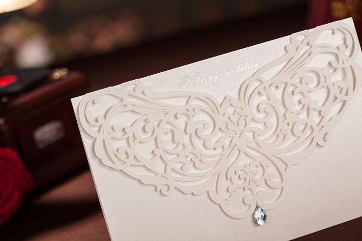 2014  Elegent  White Rhinestone Hollow Graceful  Wedding Invitation Cards Personalized (Set Of 50)