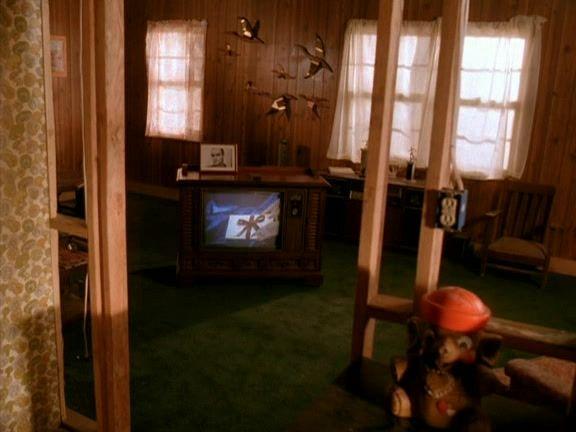 Recap of Twin Peaks Season 1 Episode 4 (S01E04) - 20