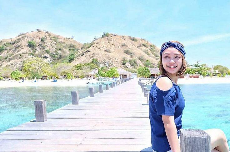 Please make a good start to end with a big smile. Hello Monday.. Don't forget to happy!!!  Location : Kanawa Island, Labuan Bajo Photo by : @marcelliawh    #TukangJalan #tukangjalantrip #PesonaIndonesia #hoteldilabuanbajo #hargahoteldipulaukomodo #hargahomestaydipulaukomodo #pakettripsailingkomodo #WonderfullIndonesia #ExploreNusantara #JalanJalanMen #Vsco #Liburan #Traveling #Travel #Indonesia #Tour #Tukang_Jalan #pulaupadarntt #pulaupadar #pulaupadarflores #sailingk