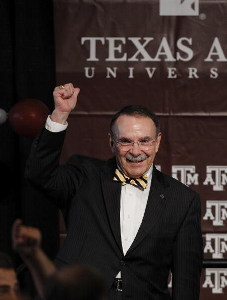 Texas A&M women's basketball to salute outgoing TAMU President R. Bowen Loftin - Houston Texas A&M Aggies | Examiner.com. Reed Arena was rockin' the bow ties tonight in salute and tribute to outgoing Texas Aggie president Dr. R. Bowen Loftin. Dr. Loftin was presented with a framed Aggie women's basketball jersey and received a standing ovation from the crowd. #examinercom