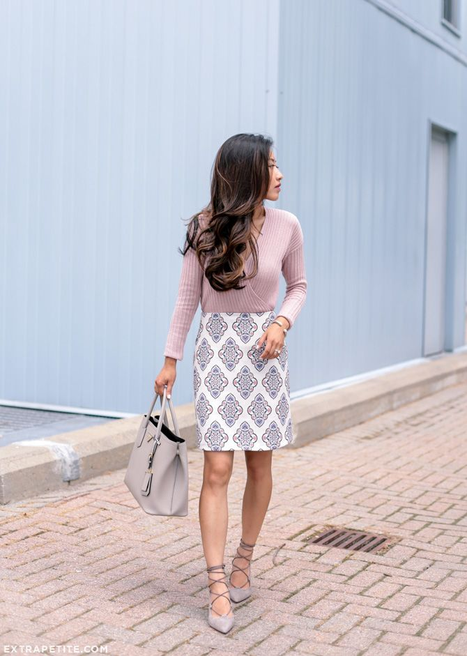 Extra Petite | Petite Fashion, Style Tips and DIY. Light pink longsleeve+white printed skirt+taupe lace up pumps+ taupe handbag. Summer outfit 2016