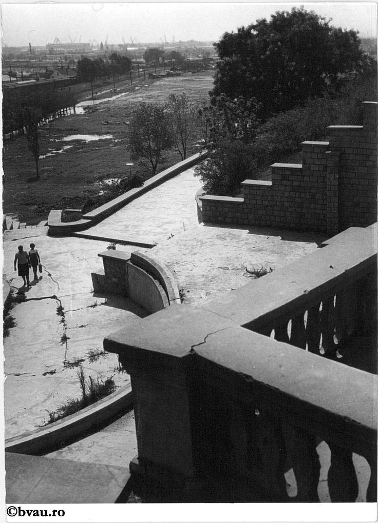 """Grădina publică, Galați, România. Imagine din colecțiile Bibliotecii """"V.A. Urechia"""" Galați."""