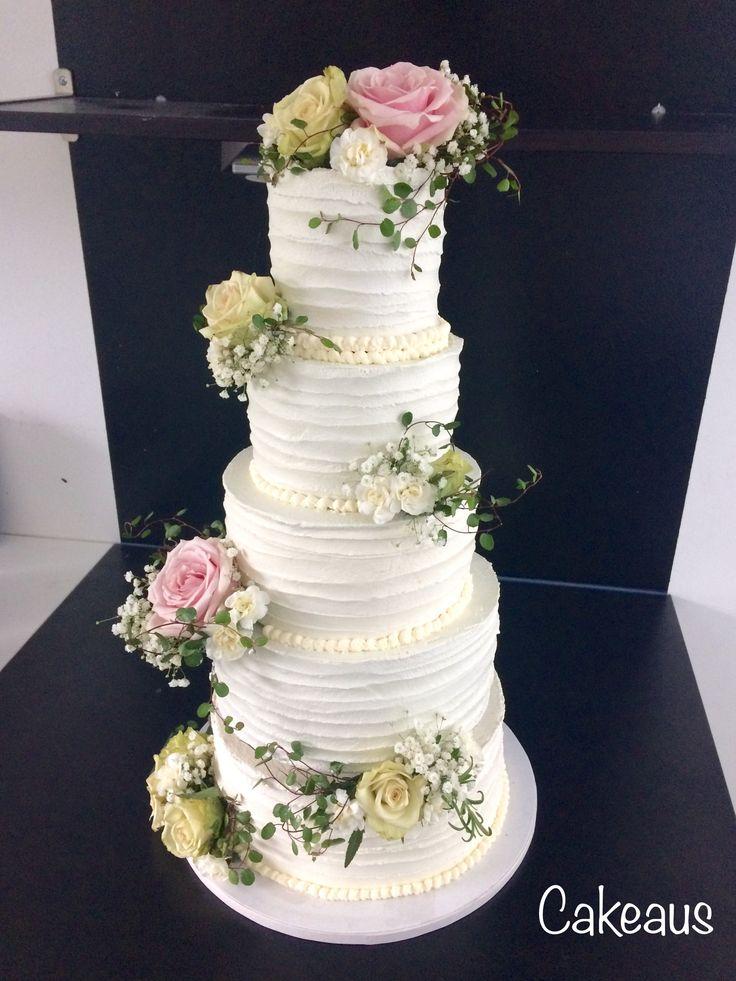 Romanttinen, valkoinen, ruusu, marenki-voikreemi hääkakku Romantic, rose, white wedding cake