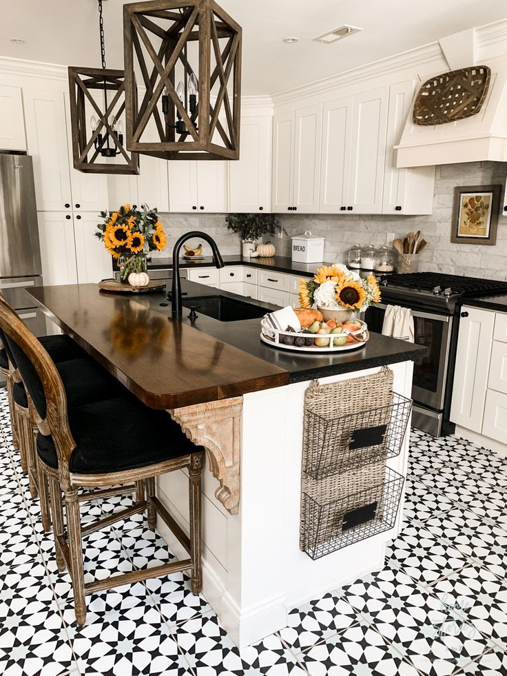 Early Fall Kitchen Decorating Ideas Sunflowers Hydrangeas Fall Kitchen Decor Home Kitchens Interior Design Kitchen