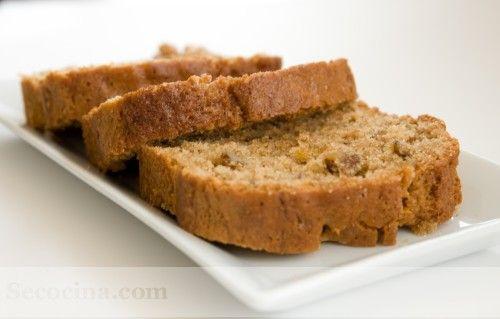 Receta de bizcocho integral con nueces. Un bizcocho sano con harina integral de trigo, azúcar integral de caña, aceite de girasol y nueces.