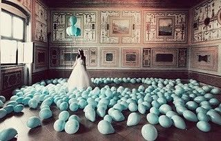 Conoce nuevas ideas en decoraciones con globos para bodas. Decoración con globos para boda grandes y pequeños inflados con helio, globos en forma de corazón