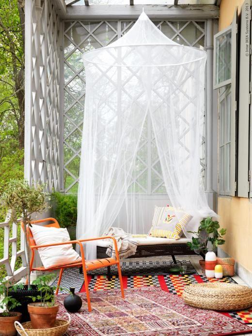 groot balkon large balcony klamboe buiten tuin. Black Bedroom Furniture Sets. Home Design Ideas