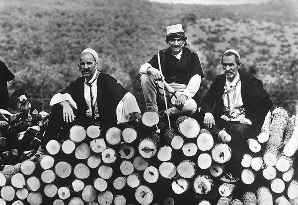 #Albania: Montanari del Nord. Edizioni Distaptur  #Tirana 1940  Franco Tagliarini Per altre foto leggi l'articolo http://ift.tt/2wLE8jB dal web http://ift.tt/2fosZ1P
