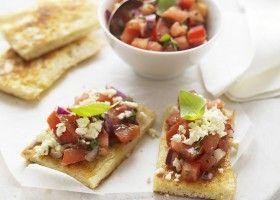 Toast met tomatensalsa en feta