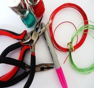 Flor de alambre y barniz de uñas Materiales