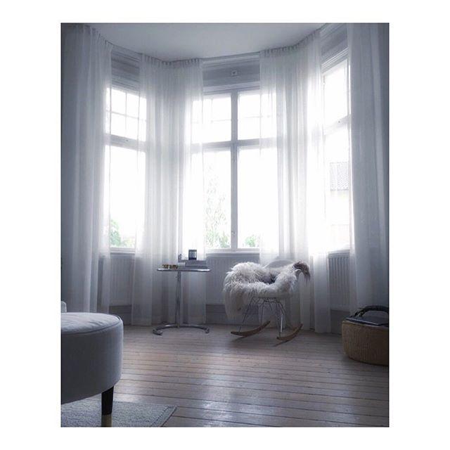 Clean styling  repost @hemmahososs  Curtains @mywindow_world