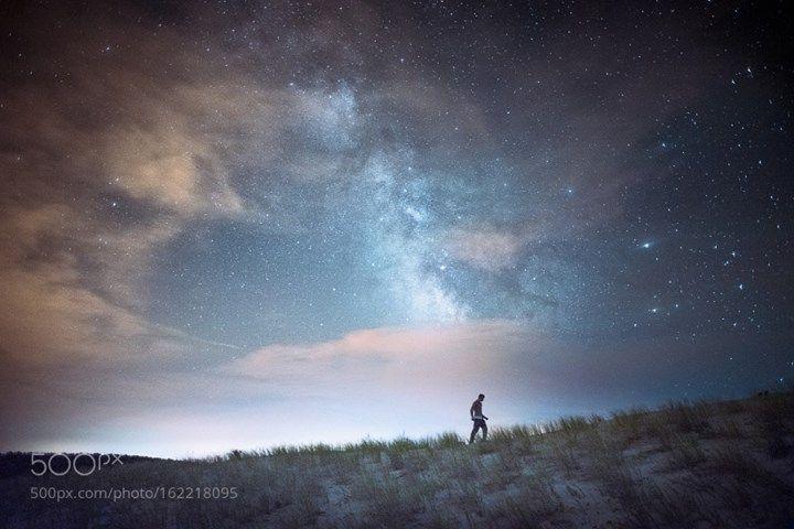"""Mille parures de toi  """"J'ai vu les étoiles dans le ciel ; j'ai vu celles éclairant mes pas sur le sable clair ; j'ai senti l'air libre de tout chemin dicté par la peur du néant. Le vent était libre de pousser les nuages vers des rivages aux noms non encore prononcés par les hommes. Pendant que j'abreuvais mon esprit de ces brises perdues là-haut dans le lointain véritable se tenait l'Univers et ses parures dont nous étions les joyaux.""""  Camera: NIKON D750 Lens: 24.0 mm f/2.8 Focal Length…"""