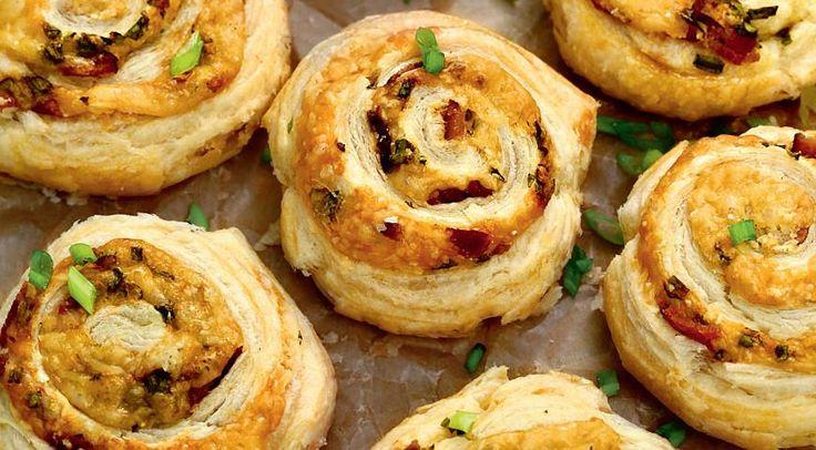 Закусочные булочки с сыром и беконом