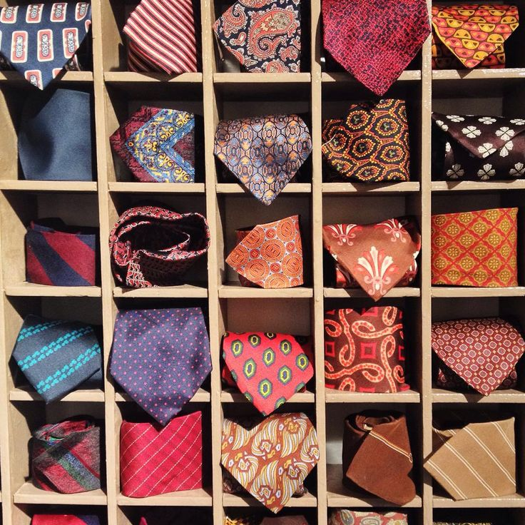 Nothing #drivesmecrazy more than two simple things: 1. #vintage #clothing 2. To dress as a #man.  an #italian #tie #àlamode #cravatta #instafahionist @ #frida #isola #milano #vivomilano #milanodavedere #fashion #colorfull #silk and #patterns and #style #stylish #coolish #womanasaman #dresstoimpress #everymorningsmask #bestoftheday by l4nat