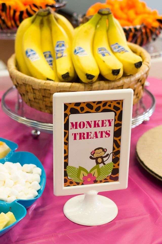 Bananas as healthy treats for your little monkeys would be perfect for a zoo-themed birthday party!