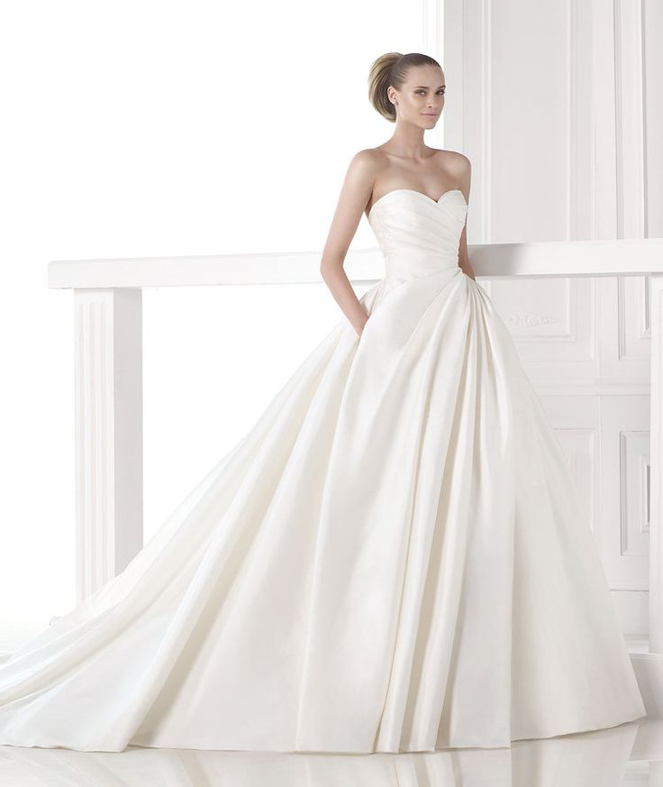 Pronovias wedding dresses 2015 collection creates an effortlessly beautiful look with intricate embroidery details, sexy open-back designs, and feminine silhouettes. Take a look and happy pinning!