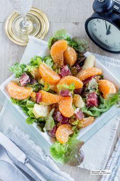 Ensalada de mandarina y jamón serrano. Receta para Año Nuevo con fotografías del paso a paso y recomendaciones de deguatación. Recetas de ensaladas