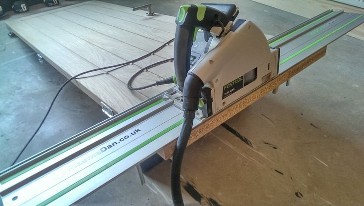 Veneered doors are a great cost saving alternative to solid wood doors. One downside is that unlike solid wood doors; veneered doors only allow for around 10mm or so to be trimmed off each side. This means if you have unusual sized door casings you normally wouldn't be able to use them... #oak #door #Festool #TS55 #carpentry #hack