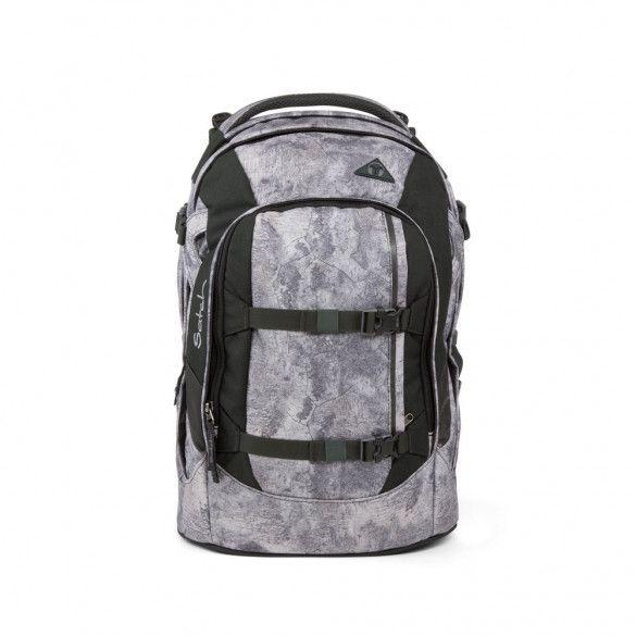 Den Schulrucksack satch pack gibt es jetzt im modernen Design Rock Block. Er hat großzügige 30 l Volumen sowie zwei Hauptfächer und ein Organizerfach. Entlastet den Rücken und wächst mit: Ideal für Schule und Sport! #satch #Rockblock #Schulrucksack #Sport #grau #Kinder #Schule #umweltfreundlich #Papierfischer