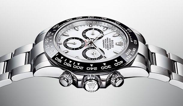 Откройте для себя новые часы Rolex Cosmograph Daytona. Представленные на Baselworld 2016 легендарные часы для автогонщиков оснащены запатентованным черным керамическим безелем.