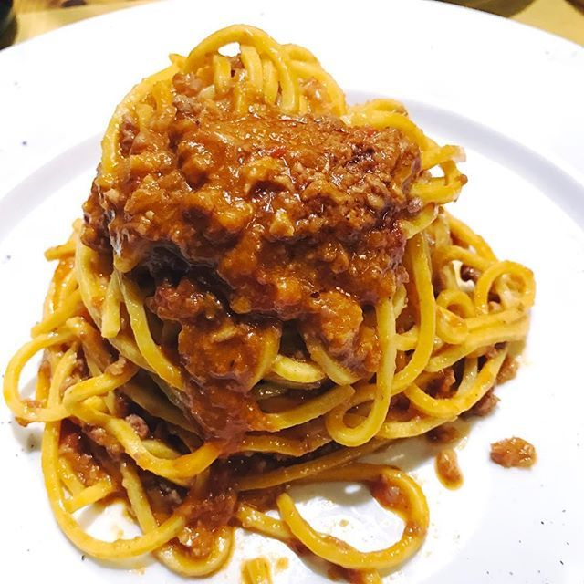 Spaghetti alla chitarra con ragù  #parma #パルマ #emigliaromagna #italia #italy #イタリア #spaghitti #chitarra #ragu #pasta #パスタ #生パスタ #carne #meet #肉 #飯テロ #buono #delicious #美味しい #うまい#foodstagram #mangiare #cena #dinner #hipstagram #tokyocameraclub #instagood #山