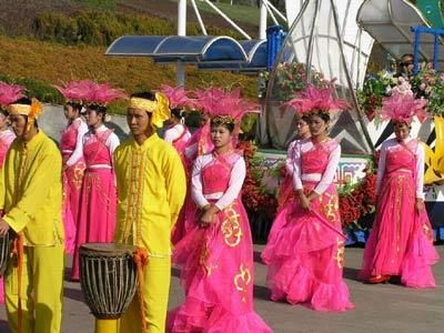 The Dai people (Tai Lü: ᦑᦺᦟ ,တႆး [tai˥˩]; Tai Nüa: ᥖᥭᥰ, [tai˥], Chinese: 傣族; pinyin: Dǎizú) are one of several ethnic groups living in the Xishuangbanna Dai Autonomous Prefecture and the Dehong Dai and Jingpo Autonomous Prefecture (both in southern Yunnan, China), but by extension can apply to groups in Laos, Vietnam, Thailand, and Burma when Dai is used to mean specifically Tai Lue, Chinese Shan, Tai Dam, Tai Khao or even Tai in general.