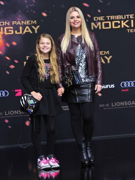 YouTube-Newcomerin Faye Montana mit ihrer Mutter und Schauspielerin Anne-Sophie Briest.