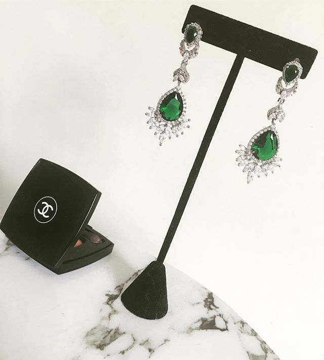 #earrings #jewels #jewelryaddict #diamant #diamond #emeraude #vert #green #maquillage #chanel #makeup #pendientes #joyas #maquillaje #marble #marbre #fashion #fashiongirl #fashiongram #instagood #inspired #fashionpost #fashionista #instastyle #larochelle 💍maquillaje,marble,jewelryaddict,larochelle,earrings,fashionista,diamond,joyas,pendientes,instagood,diamant,vert,chanel,jewels,marbre,maquillage,fashiongirl,instastyle,inspired,emeraude,fashion,fashiongram,fashionpost,green,makeup