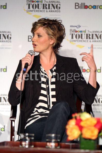 HairTalk®: Beautiful People, Beautiful Hair > Celebrity Hair Talk > Jennifer Nettles of Sugarland > Page 1