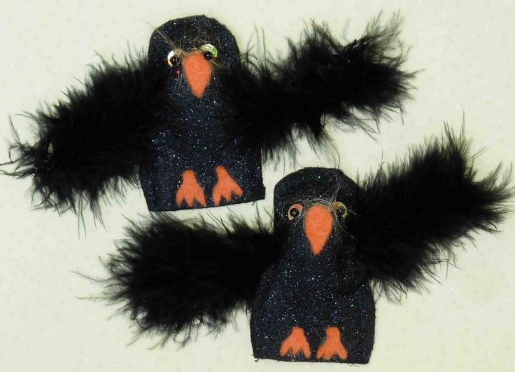 Crack of Dawn Crafts: Raven (or Crow) Felt Finger Puppet. Also for Over in the Meadow (Ezra Keats illustrated version)