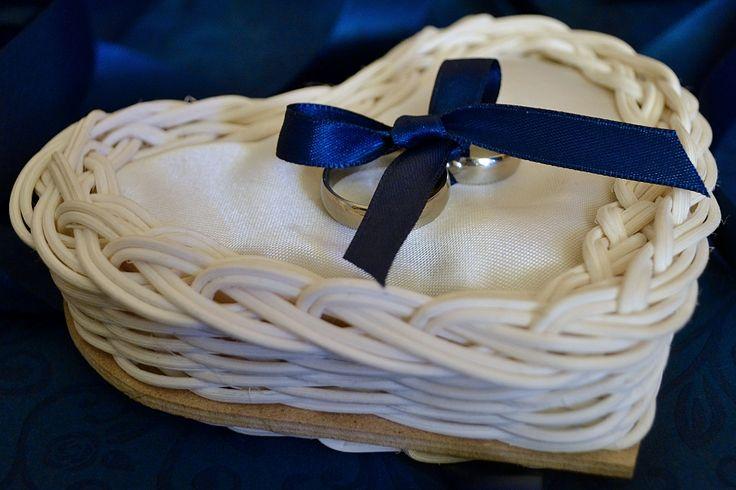 košík na svadobné obrúčky, s vankúšikom