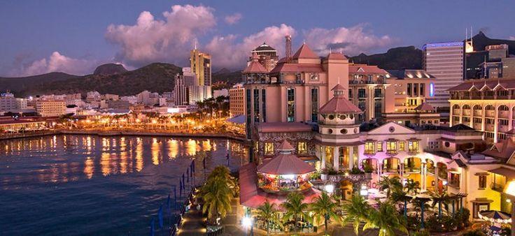 Ancrée dans l'hémisphère Sud (juste au nord du tropique du Capricorne). Elle fait partie des Mascareignes (du nom du navigateur portugais Pedro Mascarenhas) Partie émergée d'une vaste chaîne volcanique reliant les Seychelles, au nord, à la Réunion, au sud. Capitale Port LOUIS