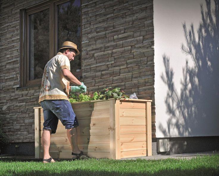 Naturalne drewno podkreśla piękno roślin. Dlatego nasze donice drewniane produkujemy z wysokiej klasy drewna. Dodatkowo impregnujemy je ciśnieniowo preparatem, który nie zawiera chromu i jest w pełni bezpieczny dla środowiska i Twojego zdrowia. To wszystko ma ogromne znaczenie, ponieważ dzięki temu nie musisz martwić się deszczem, śniegiem, pleśnią czy promieniowaniem UV. Twoje donice będą bezpieczne przez cały rok i jeszcze dłużej :)