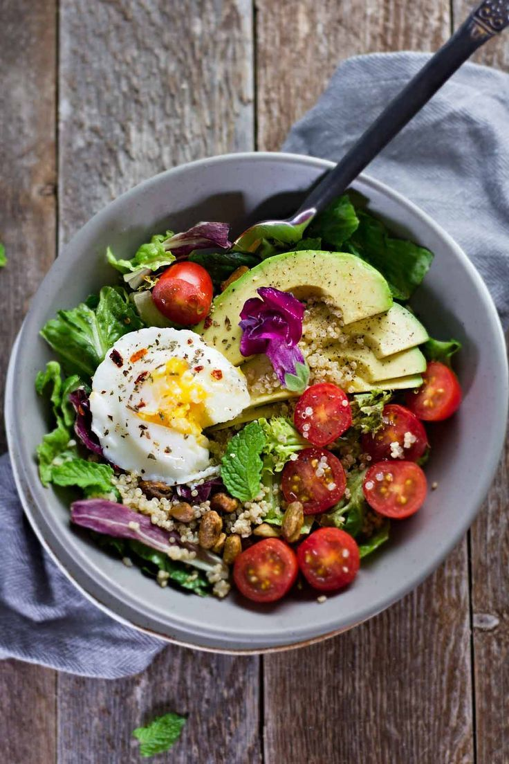 Salad for breakfast? Oh, yes! Poached Eggs & Avocado Breakfast Salad! | Gluten free and vegetarian. | Click for healthy recipe. | Via Jar of Lemons  http://www.jaroflemons.com/poached-egg-avocado-breakfast-salad/
