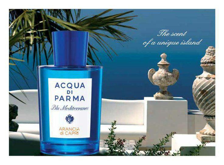 Ga mee op reis door de wereld van Blu Mediterraneo. Ontdek de bijzondere geuren die de energie, de zon en de kleuren van de Italiaanse Middellandse Zee oproepen. Zo is daar het eiland Capri, waarvan de diepe vredige sfeer wordt weerspiegeld in de zonnige en relaxte geurtonen van Arancia di Capri. Citrusvruchten subtiel gecombineerd met petit grain en kardemom, aangevuld met een zachte karameltoets en muskus.