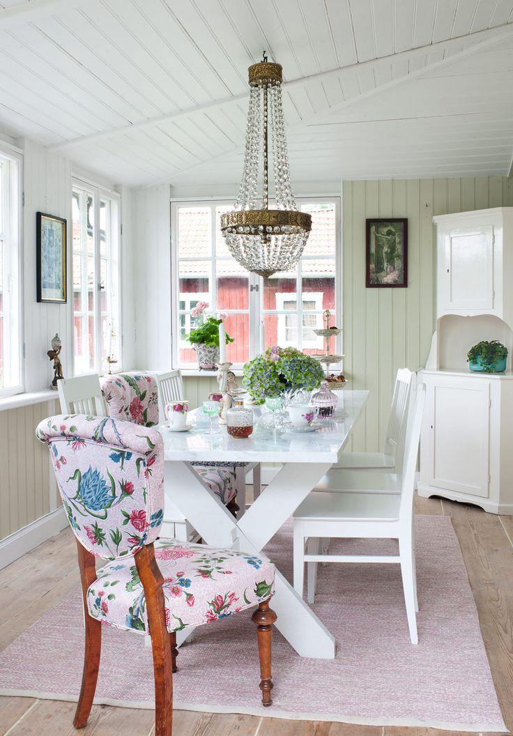 Charmigt och lantligt– stugan på Yxlan en riktig sommardröm - Sköna hem