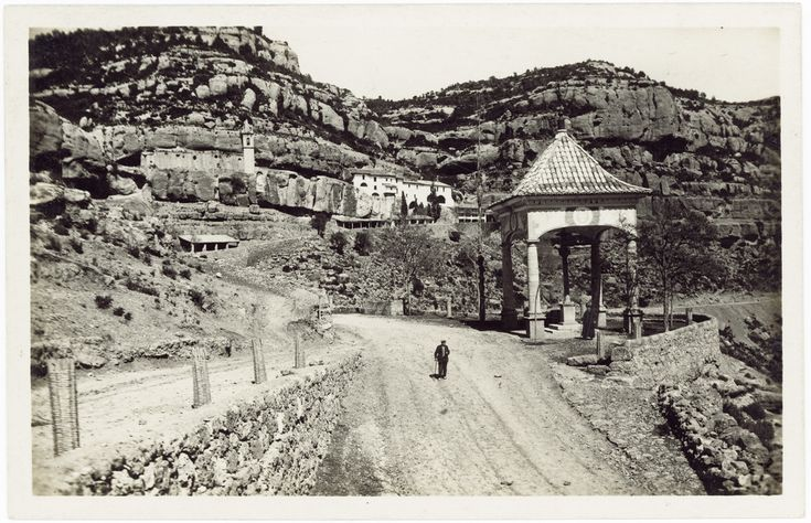 Vista de la Cruz Cubierta y Ermitorio : Santuario de la Balma [Sorita / Zorita del Maestrazgo] (s.a.) - Anónimo