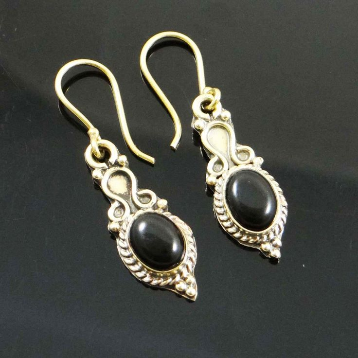 This is a beautiful Gold Tone stone metal dangle earring set. It is very fashionable jewelry.