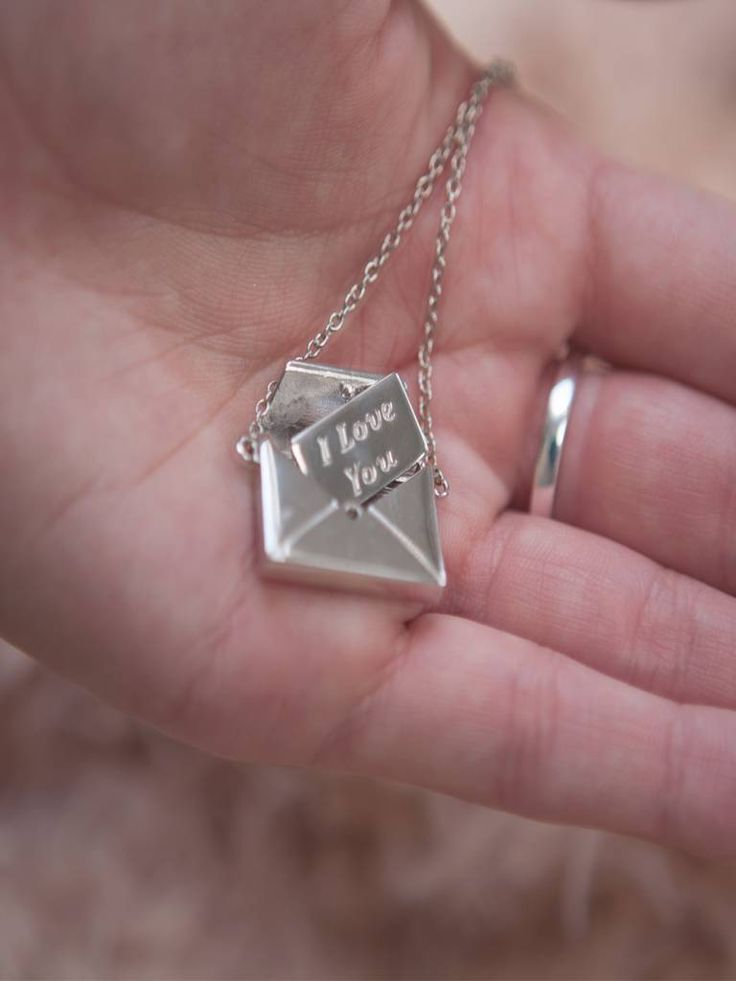 Ketting met zilveren envelop met geheime boodschap 'I love you' Hoe lief is dat?