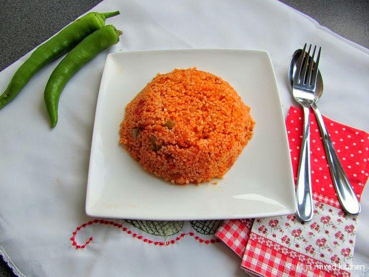 Mijn mixed kitchen: Domatesli bulgur pilavı (Turkse rode rijst van bulgur). HR: TOP recept, duurt wat langer dan 10 min voor water is opgenomen door bulgur.