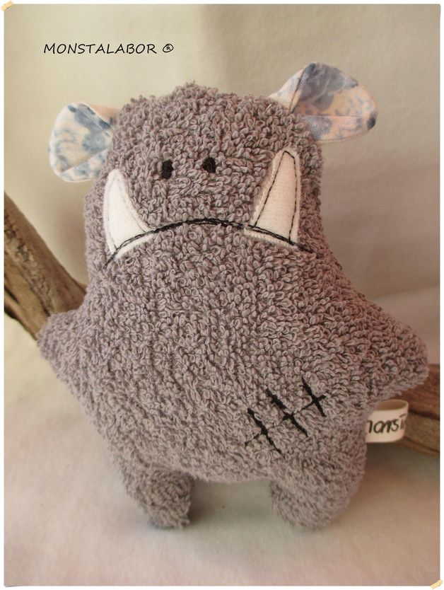 Kuscheliges Monster für Kinder zum Spielen / cuddle buddy, cute soft monster made by Monstalabor via DaWanda.com