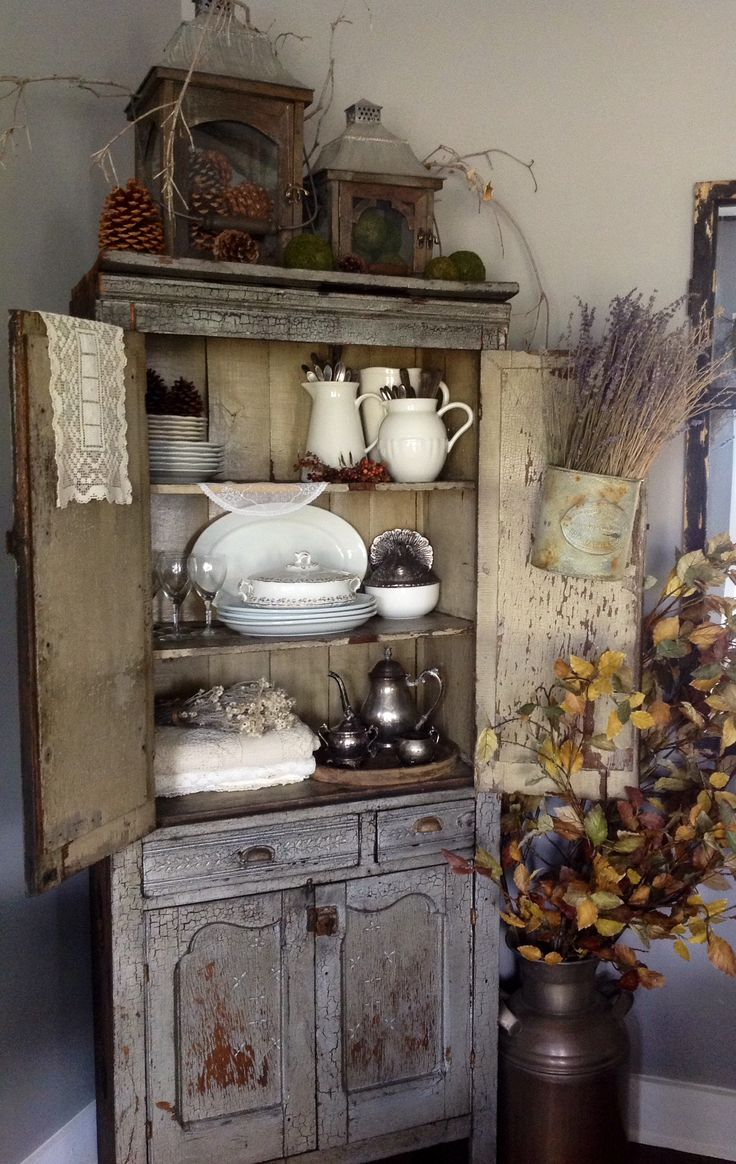 Best 25 antique cupboard ideas on pinterest green for Antiques decoration
