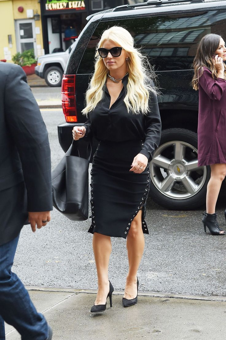 jessica-simpson-out-in-new-york-city-september-2015_4.jpg (Obraz JPEG, 1280×1923 pikseli) - Skala (24%)